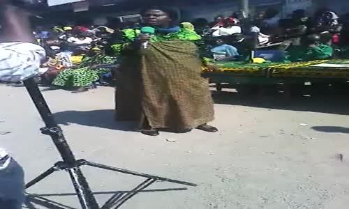 Mbeya - Mgombea ubunge agaragara chini kuomba kura