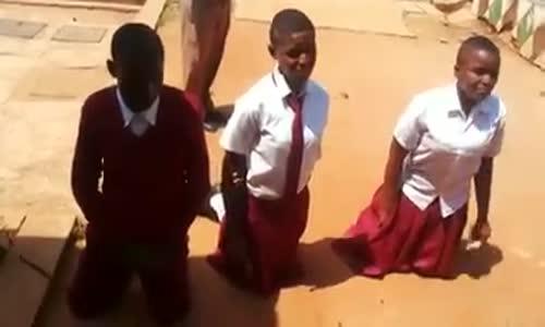 Wanafunzi ambao walikamatwa kwa kosa la kuvuta Bangi pamoja na pombe za viroba.