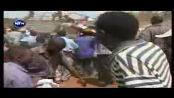 Tazama gari lililopata ajali na watu walivyokunywa, nawa na kuoga Pombe!