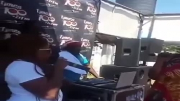 Mwanamke awatolea uvivu wakwe zake na mumewe